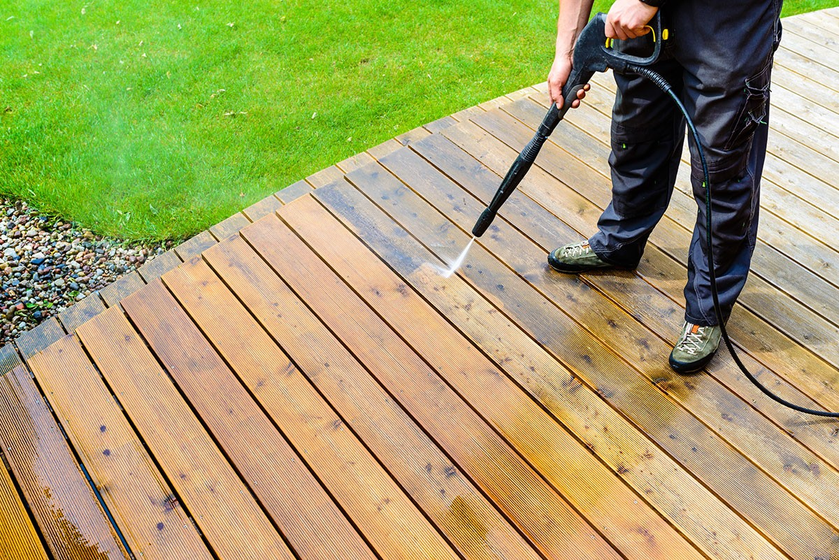 4 Benefits to Pressure Washing Your Deck