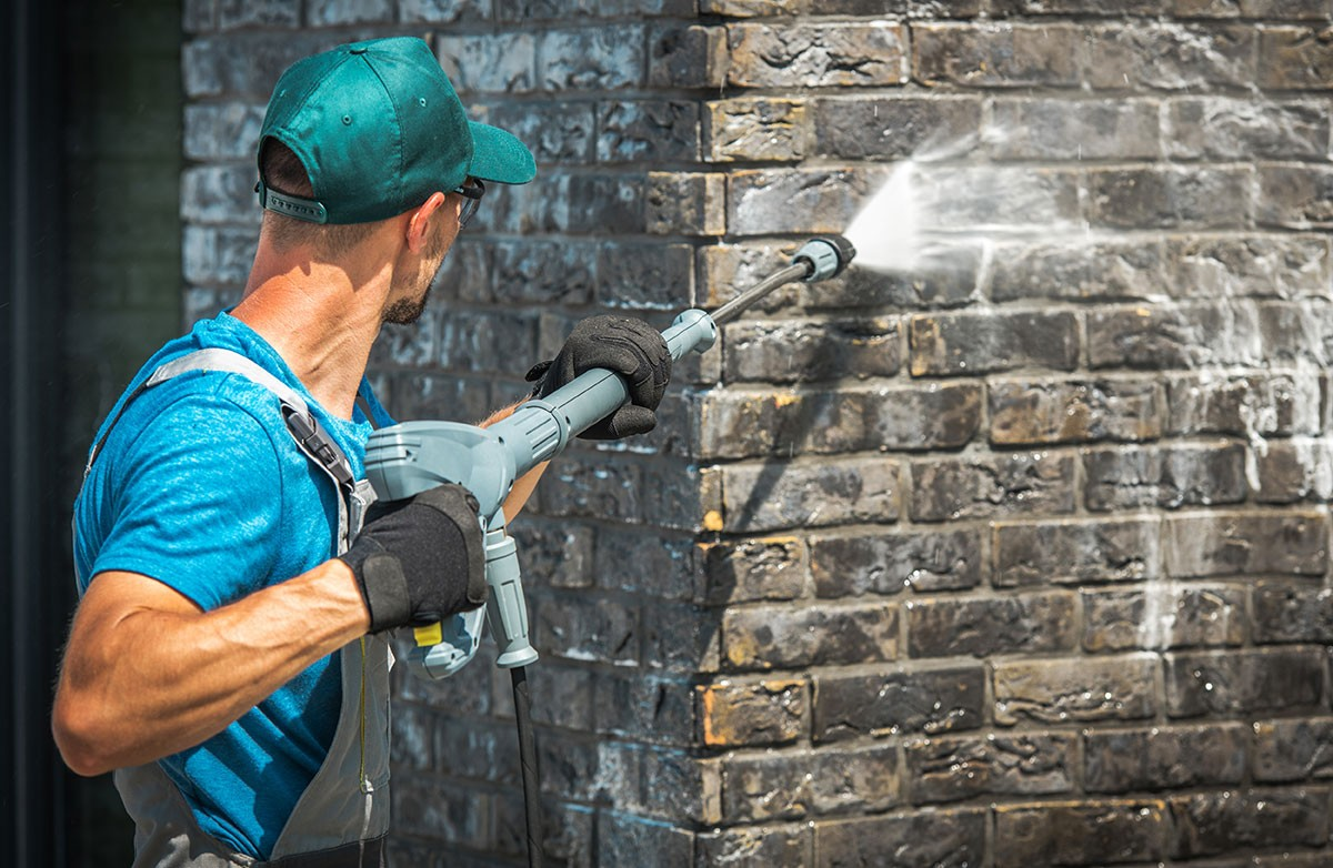 What You Should Know Before Pressure Washing Your House